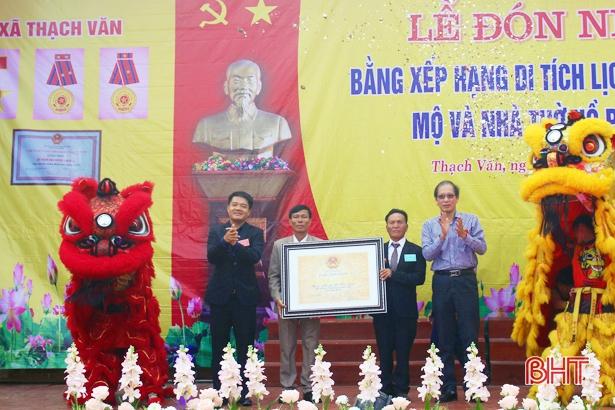 Đón nhận Bằng Di tích lịch sử cấp quốc gia Mộ và Nhà thờ Hồ Phi Chấn
