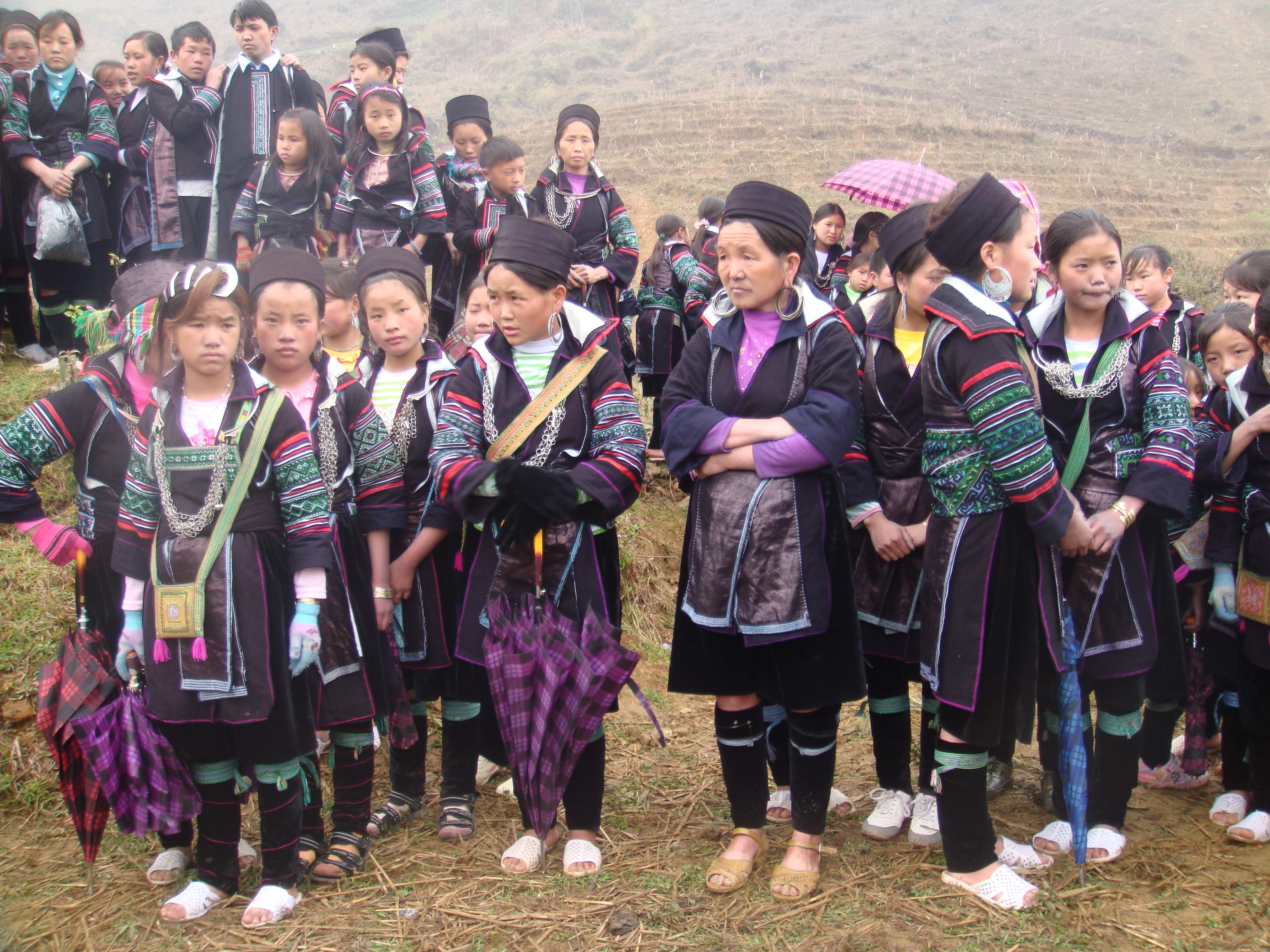 Mysterious stories about the costumes of the Mong people in Sapa
